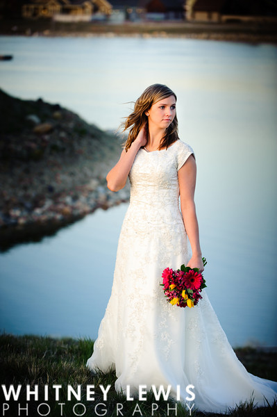 lake, bouquet, wedding photo,